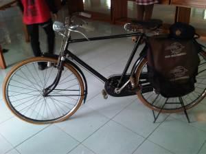 Seperti sepeda simbah yang dulu juga berprofesi sebagai pengantar POS